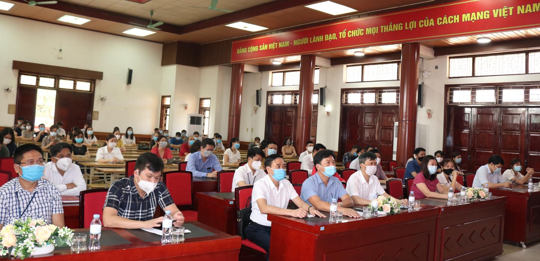 """Hội nghị """"Tiếp xúc cử tri để vận động bầu cử đối với những Người ứng cử Đại biểu Hội đồng nhân dân huyện Văn Lâm khóa XX, Nhiệm kỳ 2016-2021"""" với Cử tri Trường Đại học Tài chính – Quản trị kinh doanh"""