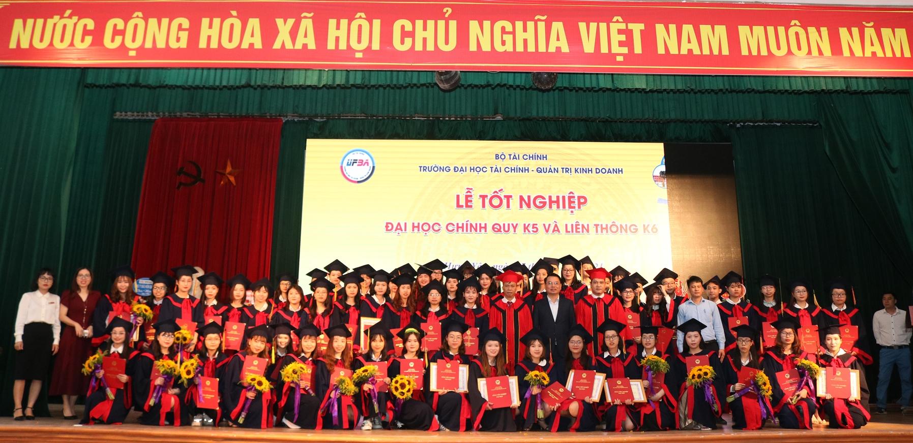 Lễ Bế giảng và trao bằng tốt nghiệp Đại học chính quy K5 và Liên thông K6 (Khóa học 2017 - 2021)