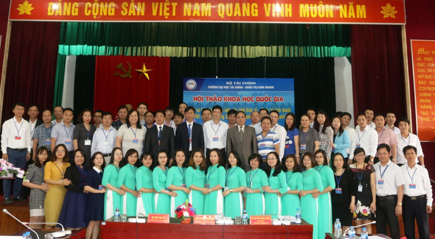 """Hội thảo """" Khởi sự kinh doanh của sinh viên khối ngành Kinh tế - Quản trị kinh doanh ở Việt Nam và Trường Đại học Tài chính - Quản trị kinh doanh"""""""
